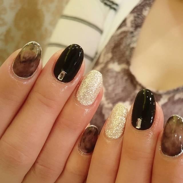 冬の街に似合う黒ネイル!モノトーンで爪をスタイリッシュに , @cosme(アットコスメ)