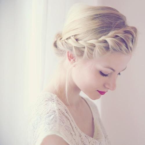 お呼ばれ結婚式に活躍♪参考にしたいセルフの編み込みヘア