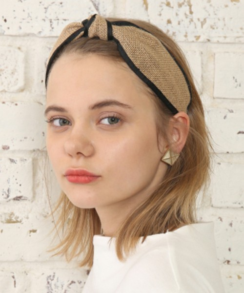 付け方 カチューシャ カチューシャの付け方と髪型ヘアアレンジ!簡単にできちゃうセット方法|現役美容師がみんなの美容に関する悩みを解決!